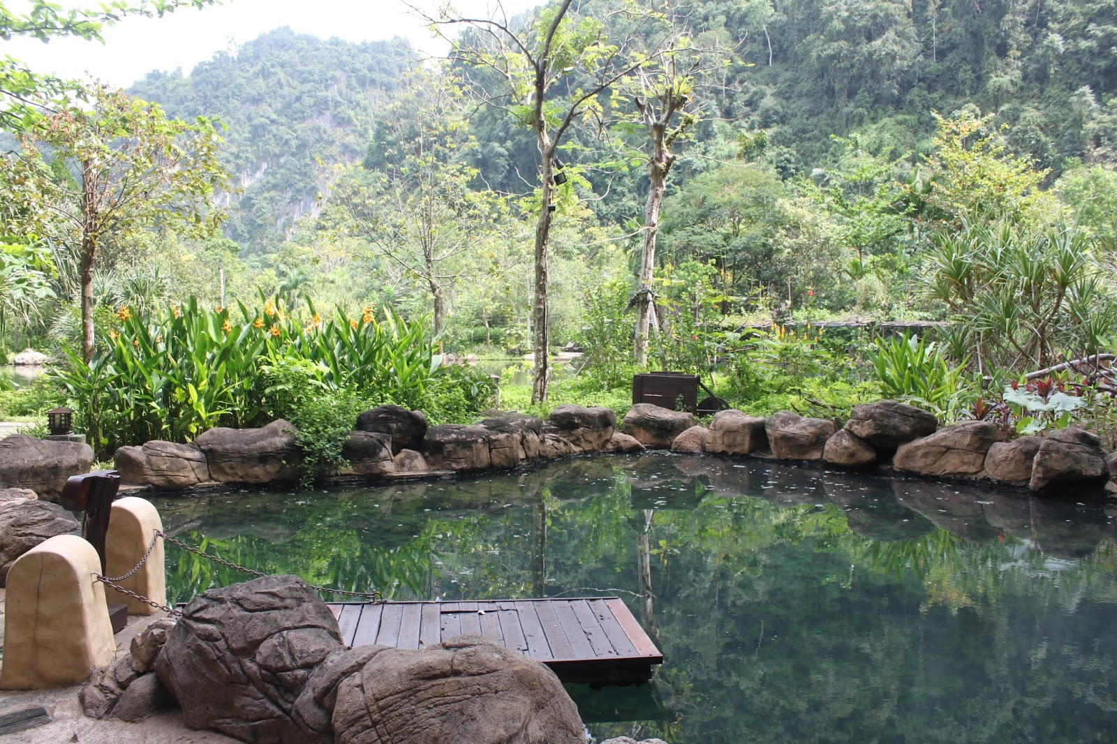 Kee hua chee live banjaran hotsprings retreat in perak is malaysia 39 s most exclusive exotic for Outdoor swimming pool near slough