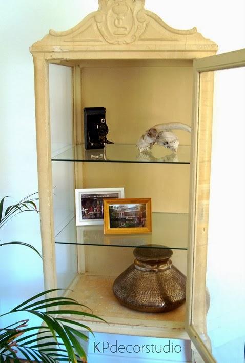Muebles rústicos online. estanterías y vitrinas vintage de madera antiguas.