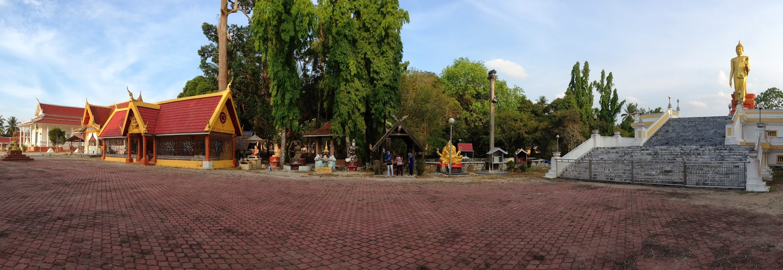 Wat Phikulthong ground
