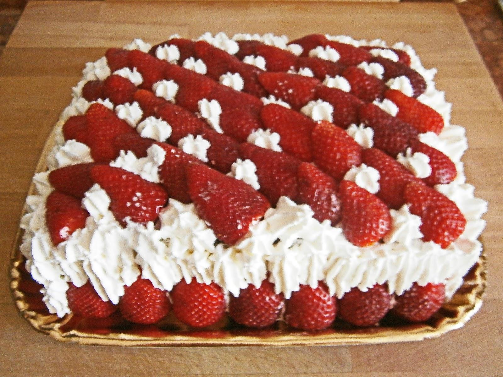 Ricetta torta con crema pasticcera e panna