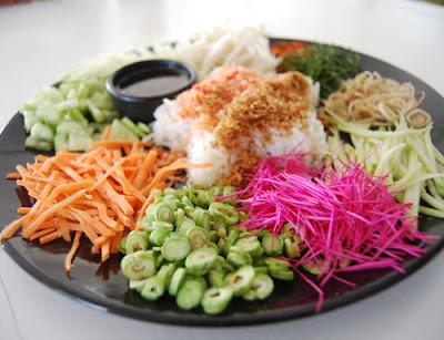 Vegivore - อาหารไทย - ข้าวยำ