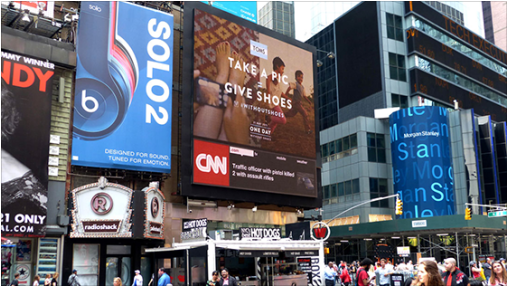 Digital Signage de Toms campaña multicanal