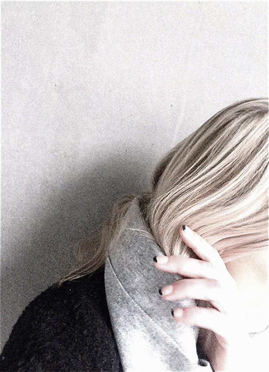 Black tip nails, Woll Scarf, Premium Quality H&M, Libertine-Libertine, wool coat