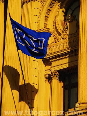 Bandeira da Universidade de São Paulo na fachada do Museu Paulista (ou Museu do Ipiranga), em São Paulo