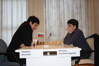 Ronde 3, Vladimir Kramnik annule avec les Noirs contre le Français Maxime Vachier-Lagrave © Site officiel