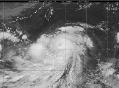 Taifun NESAT jetzt fast über Nord-Philippinen, September, Oktober, 2011, Taifun Typhoon, Taifunsaison, Vietnam, Philippinen, Pazifik, Verlauf, Zugbahn, Hongkong,