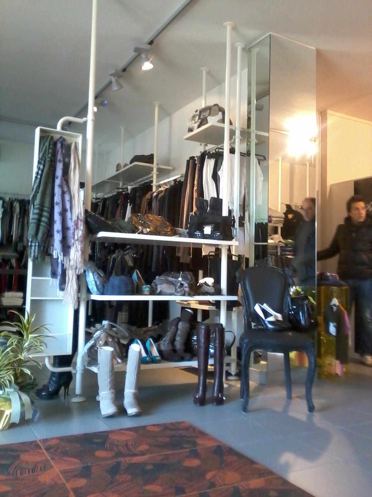 arredamento francese roma: i tessuti di christian lacroix per la ... - Arredamento Interni Negozi Roma