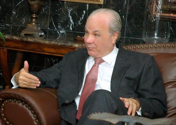 A quienes le envidian el sueldo a Rafael Camilo