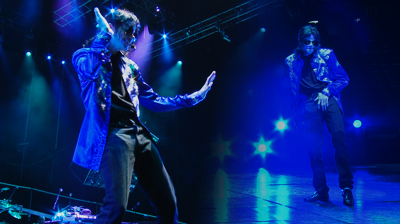 Michael Jackson's – This is it – Michael's dance poses and crotch grab.