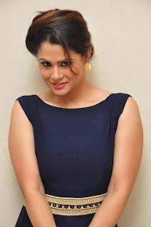 Anchor Shilpa Chakravarthy Stills in Long Dress at tur Talkies Trailer Launch  252811.jpg