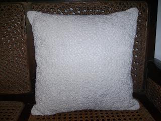 Macam-macam sarung bantal kursi rajutan untuk ruang tamu ini akan