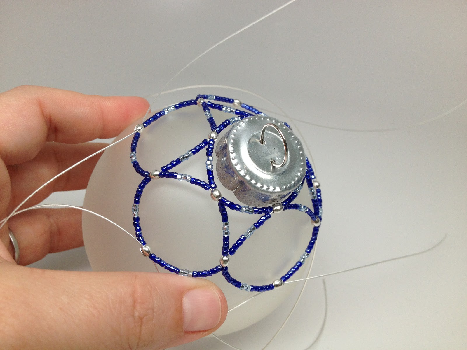 Diy free beaded holiday ornament using bead wire pattern