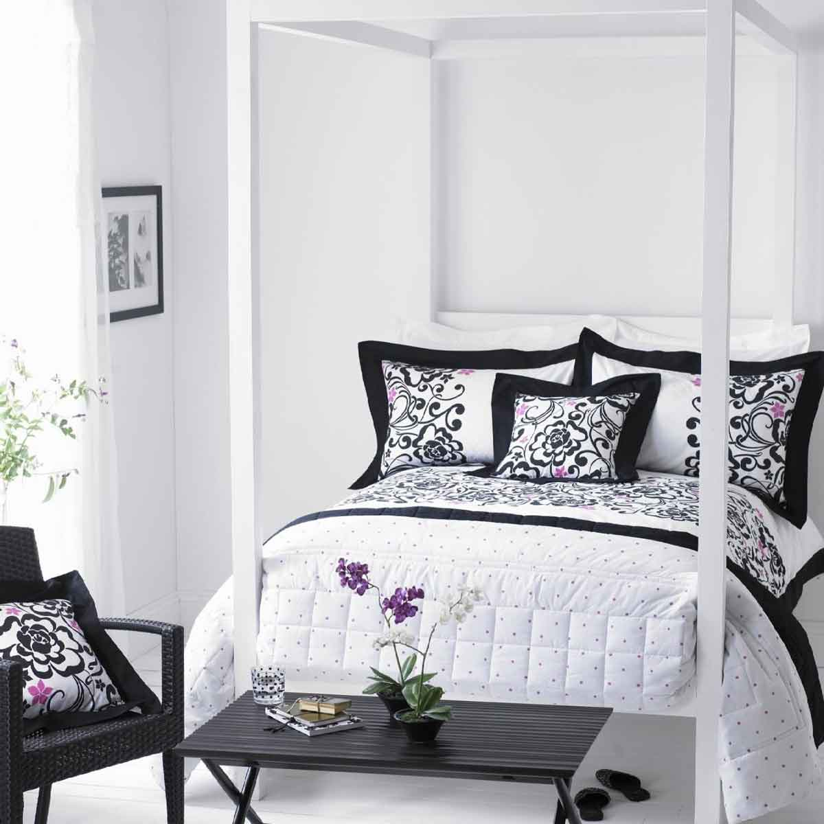 Black white grey bedroom 2017 grasscloth wallpaper for Modern feminine bedroom designs