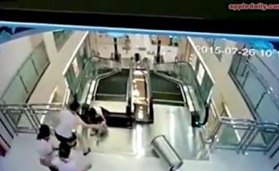 Σοκαριστικό! Κυλιόμενες σκάλες «καταπίνουν» γυναίκα - Έσπρωξε το γιο της να σωθεί!