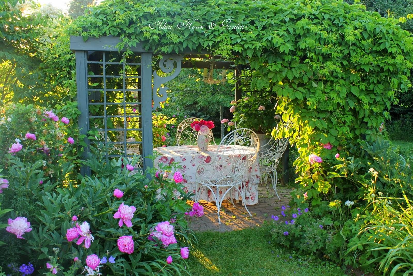 Aiken house gardens summer garden favorites for Aiken house