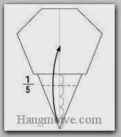 Bước 6: Chia cạnh dưới làm 5 phần và gấp cạnh giấy lên trên.