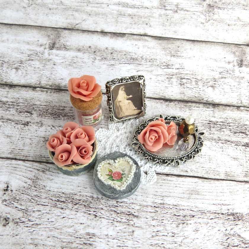 Set romantico in miniatura per case di bambola