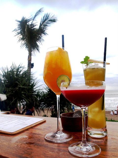 Drinks at the seaside at Potato Head Beach Club Bali
