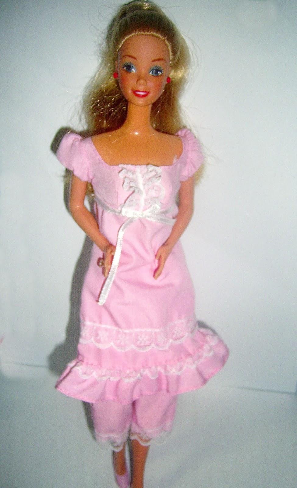 la caja de sorpresas 2: Vestido de novia , y camisón de barbie