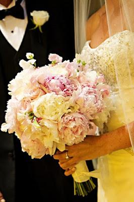 bukiet ślubny z piwonii