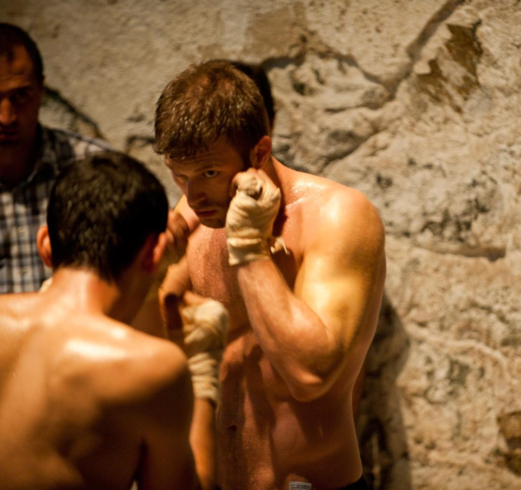 http://4.bp.blogspot.com/-YvQT7iuHos4/UB-9z9_Fx_I/AAAAAAAABJs/QRNO-oLxSYM/s1600/kivanc+boxing.jpg