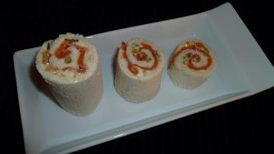 Rollitos de salmón con mayonesa de pepinillos
