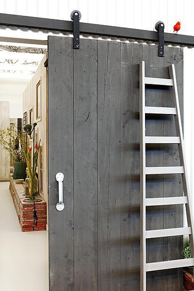 Blog dla ludzi z wn trzem stare drewniane drzwi przesuwne for Porte hangar coulissante