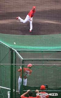 シート打撃で黒田から本塁打を放った新井