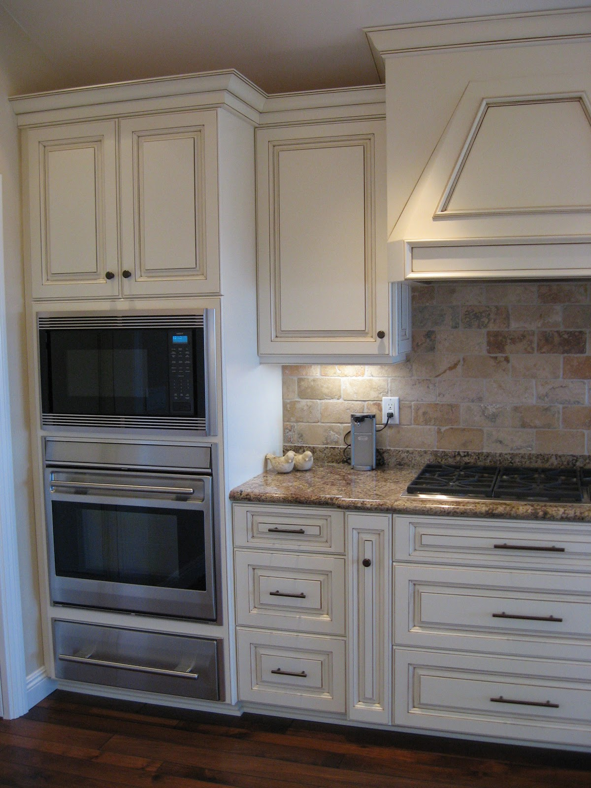 Glazed custom kitchen cabinets mader cabinet co for Kitchen cabinets images photos