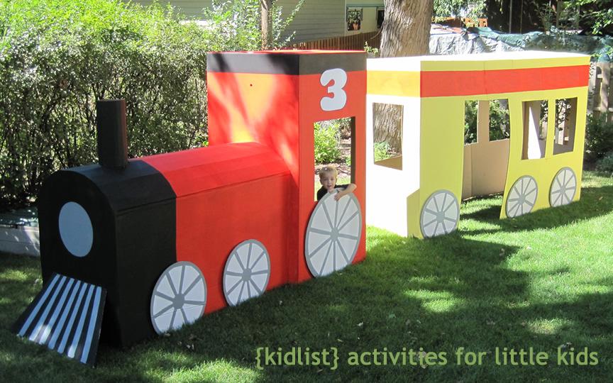 Reciclar cajas de cartón grandes haciendo un tren. | Quiero más diseño