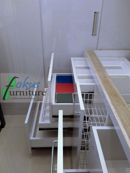 Kitchen set di bintara bekasi furniture kitchen set for Laci kitchen set