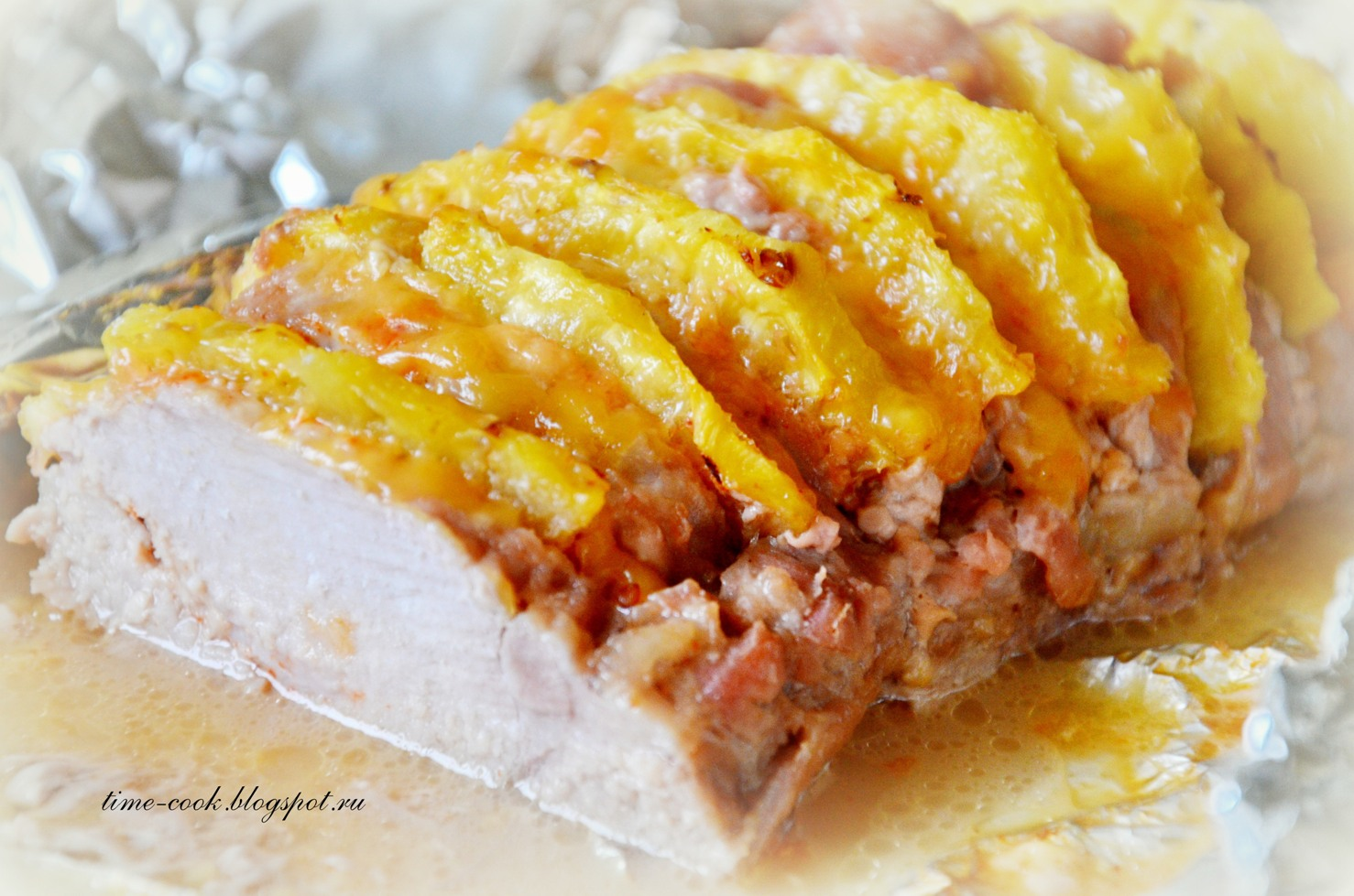 Мясо с сыром и ананасами с фото