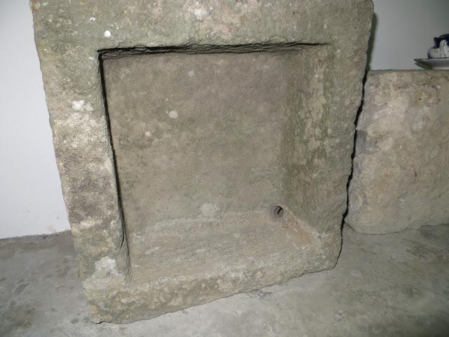 Fotografia macro de Bebedouro para animais em pedra de cantaria, Ilha Terceira