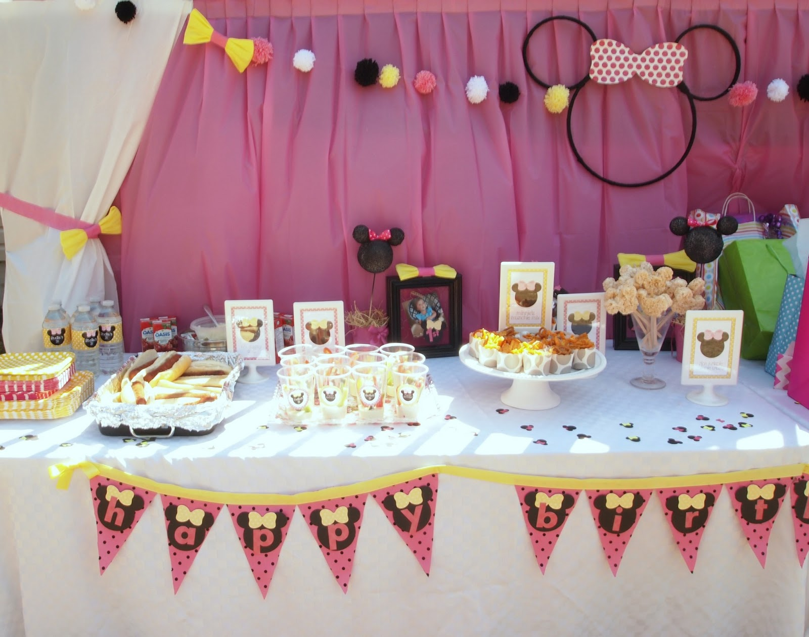 Minnie Mouse Party Decor | Becoming Martha