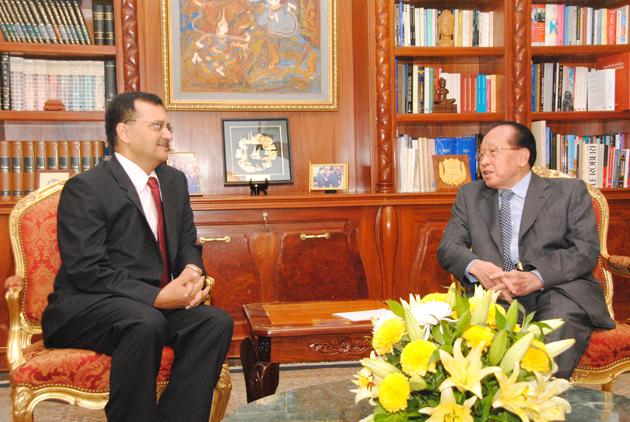 Dinesh K. Patnaik et  Hor Namhong