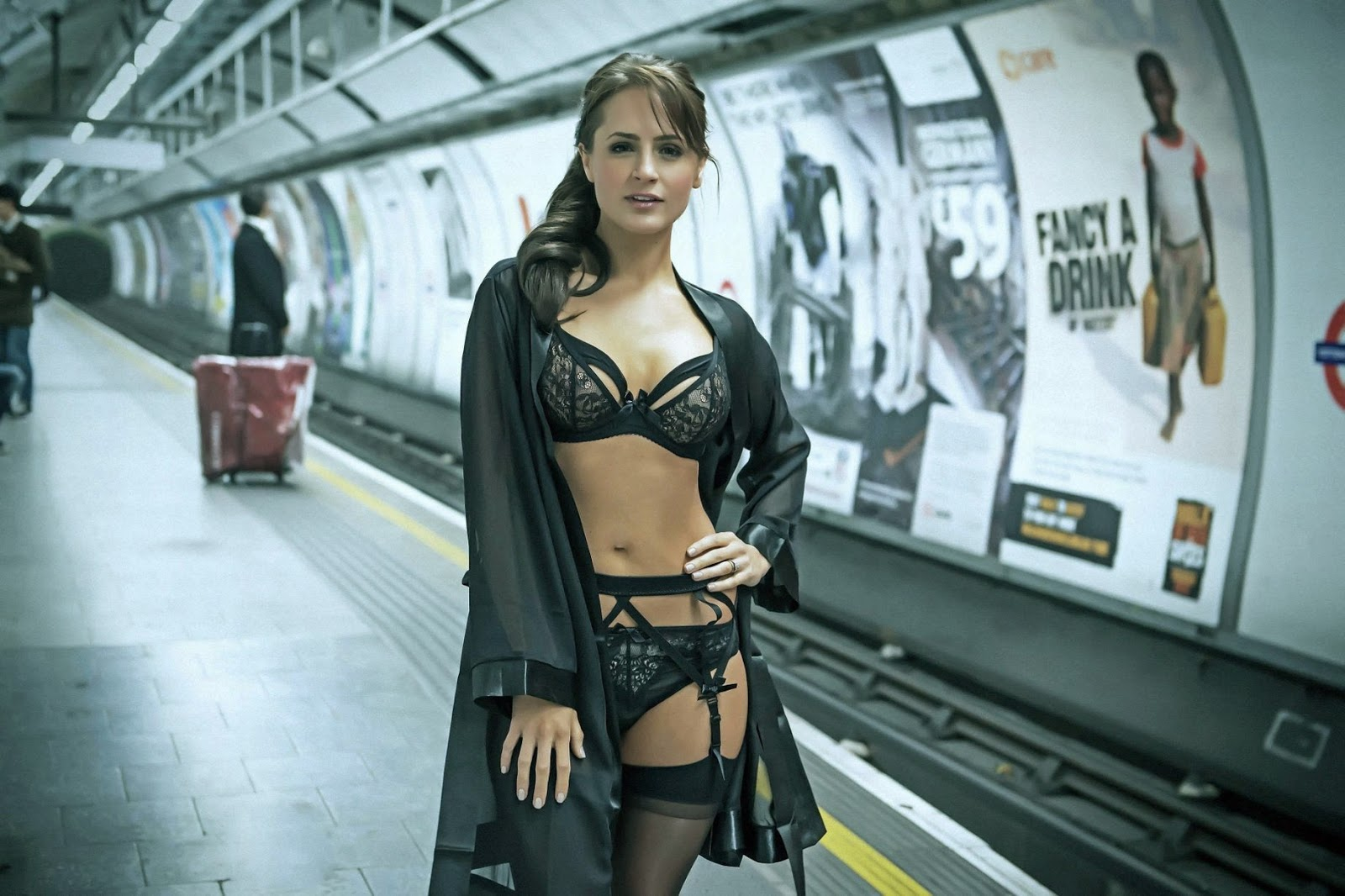 UNDERWEAR MODELS BRIGHTEN UP LONDON UNDERGROUND WITH RAUNCHY CATWALK