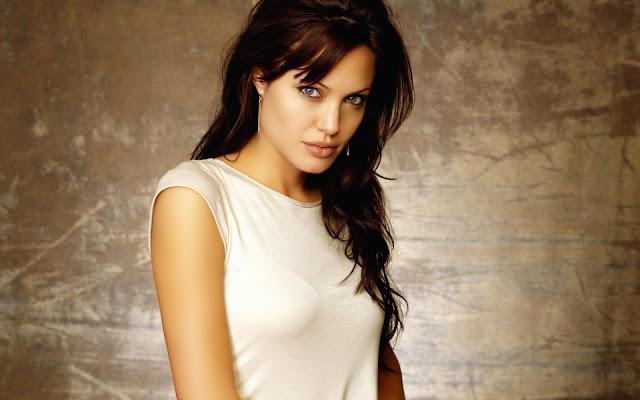 "<img src=""http://4.bp.blogspot.com/-YwjBHDyRug8/UgVHL-QerXI/AAAAAAAADQo/12LALXy6OBI/s1600/angelina_jolie-wide.jpg"" alt=""Angelina Julie wallpaper"" />"