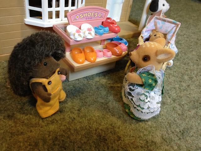 Sylvanian Families Village Shoe Shop Moss Reindeer Baby Pram