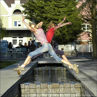 funny_picture_girls_jump