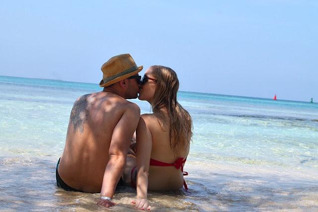 beach couple kissing