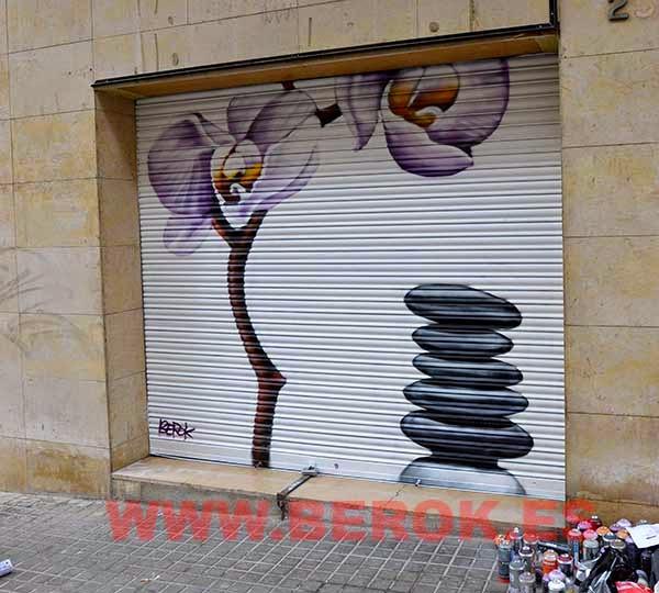 Graffiti en persiana de energía y luz