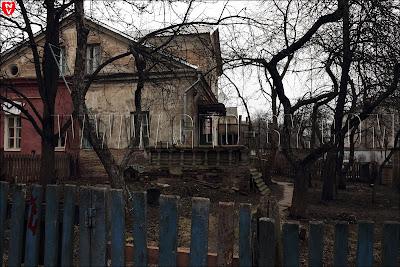 три двухэтажных дома
