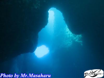パラオ ダイビング ブルーホール 洞窟 太陽 光