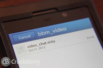 Hace unos meses les habiamos comentado sobre la llegada de BBM Video a los dispositivos BlackBerry 10, en esta ocasión se muestran nuevas imagenes donde confirman lo que se habia comentado sobre esto. Como podemos ver actualmente la actualización del BlackBerry Messenger v7.0 ya incluye la función BBM Voice la cual te permite hacer llamadas via Wi-Fi a los contactos de tu BBM. BBM Video permitira realizar videollamadas con los contactos de tu BlackBerry Messenger e imaginamos que podrian incluirse para realizar videollamdas a tabletas BlackBerry PlayBook. Fuente:bberryblog
