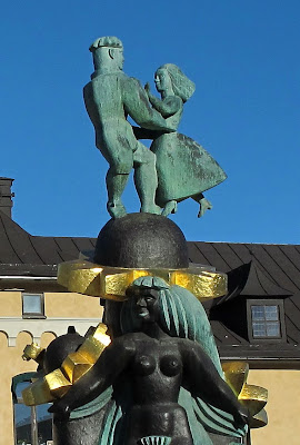 sculpture-in-front-of-uppsala-train-station-photo-by-susan-wellington
