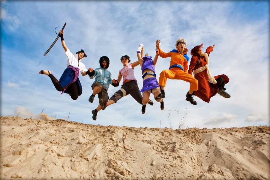 Superhéroes en la crisis - Gente joven saltando