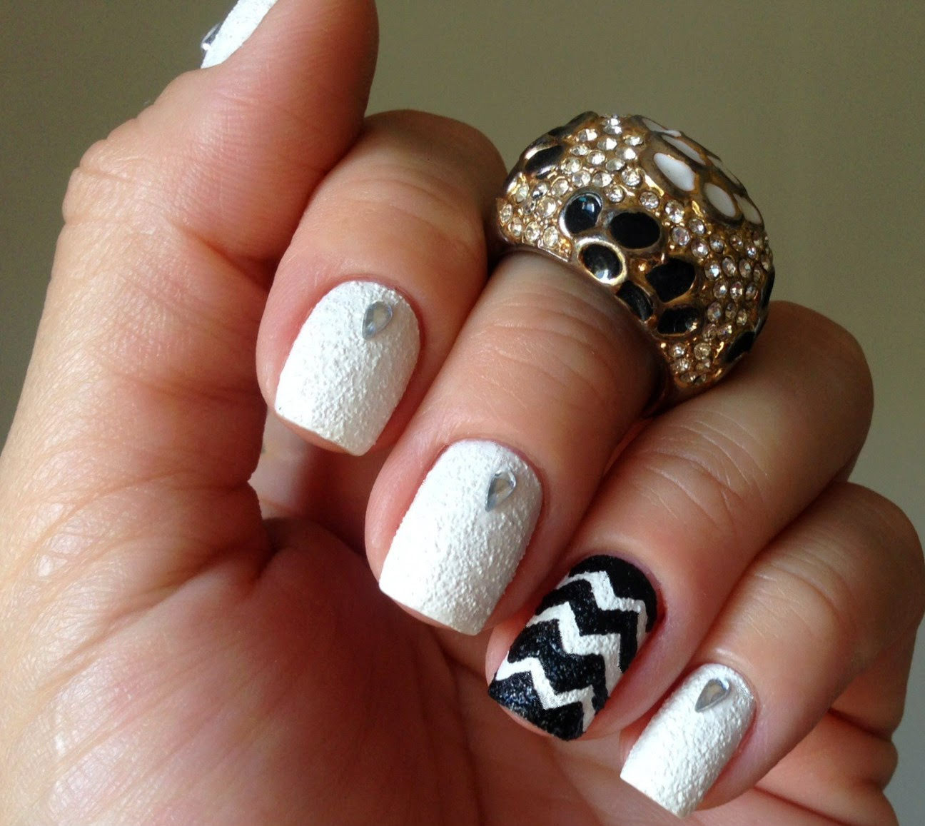 Chevron Nails com Liquid Sand