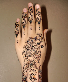 best mehndi-design-for-left-hand 2013