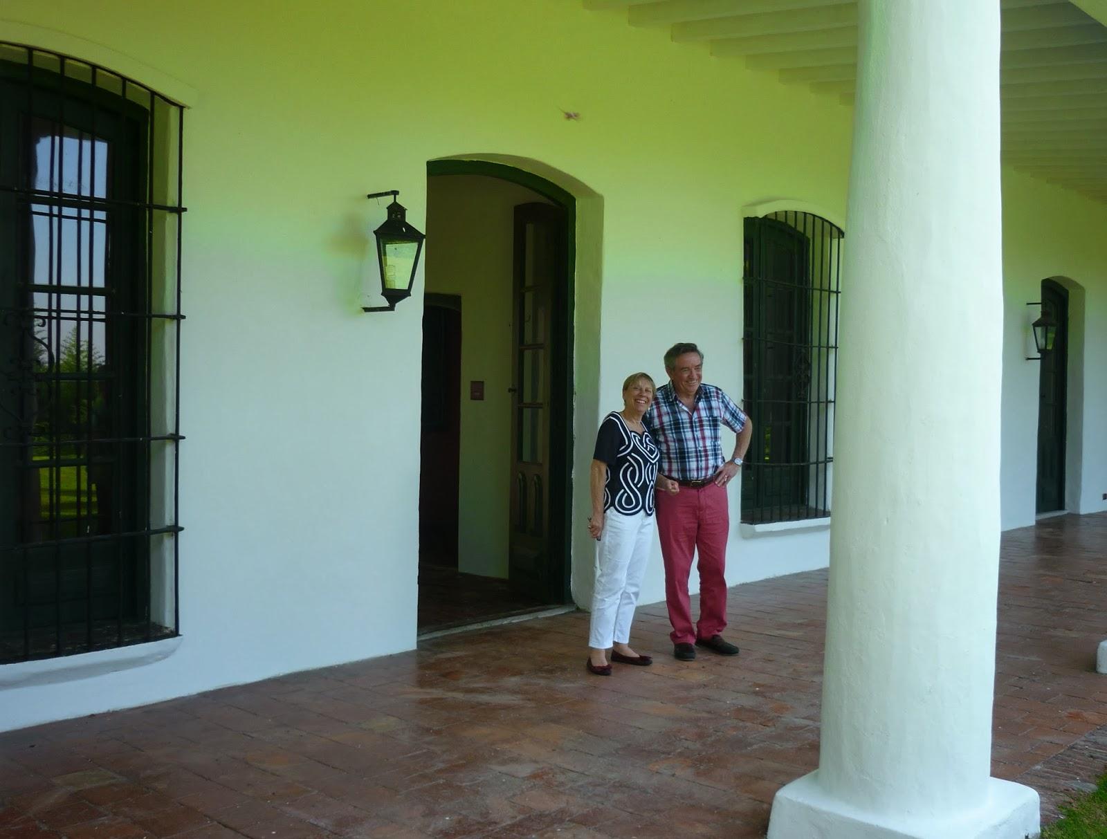 Capitán Martin Reed y su esposa Denise en el museo Brigadier General Juan Martín de Pueyrredón