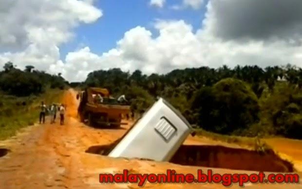 Video Subhanallah Bas ditelan bumi